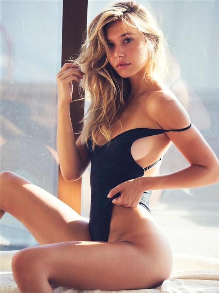 Ireland Baldwin And Alexis Ren Finally Pose Nude