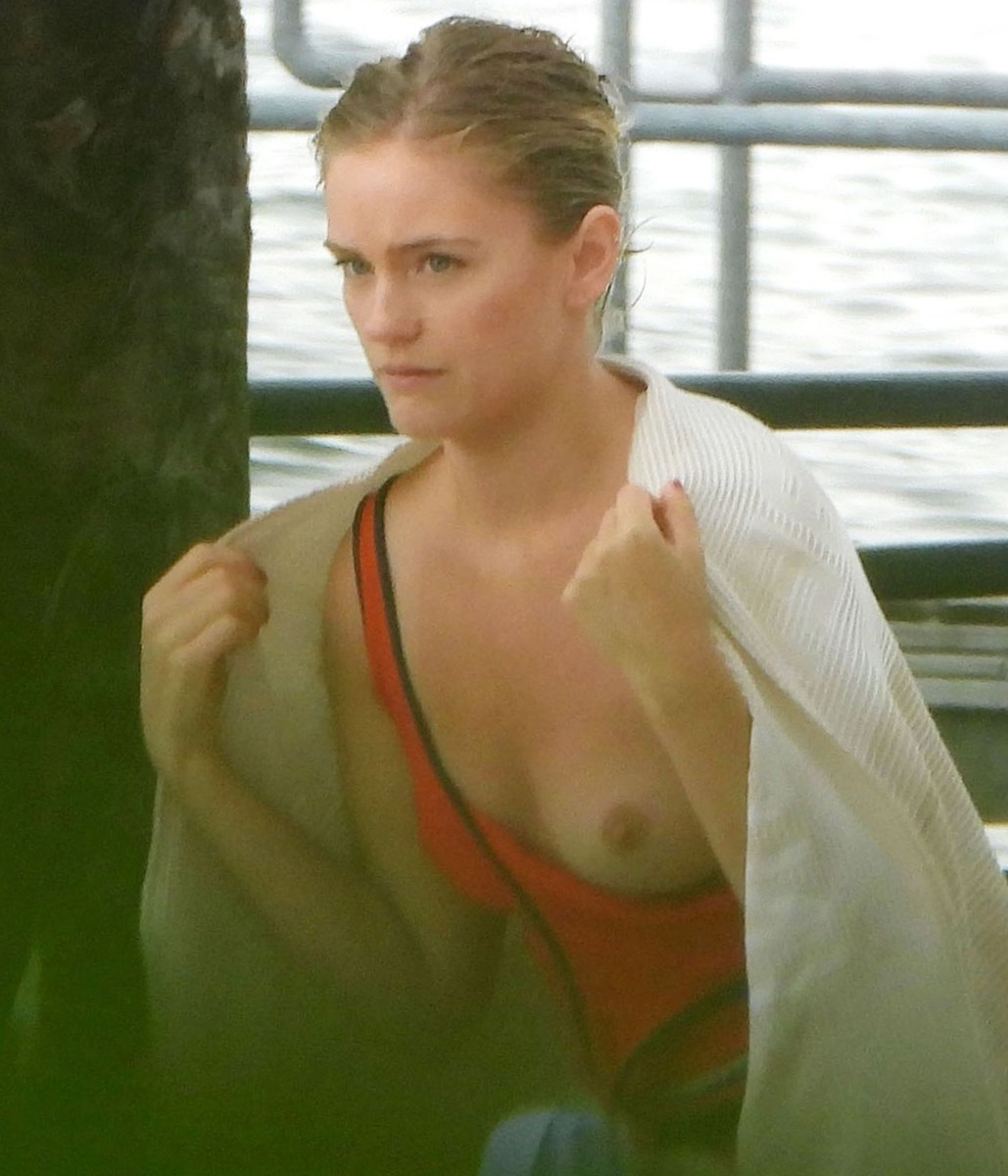 nude-celebs, alicia-agneson