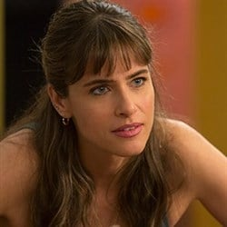 Amanda Peet Topless On Her New HBO Show 'Togetherness'