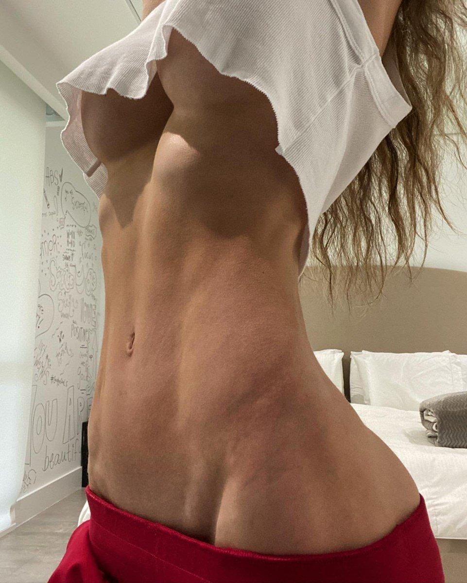 Sexy nude anllela sagra topless