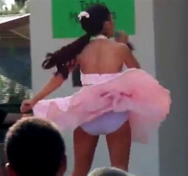 Ariana Grande Upskirt Panties Pics