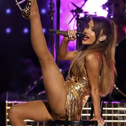 Ariana Grande's Gold Studded Sluttery At The AMAs