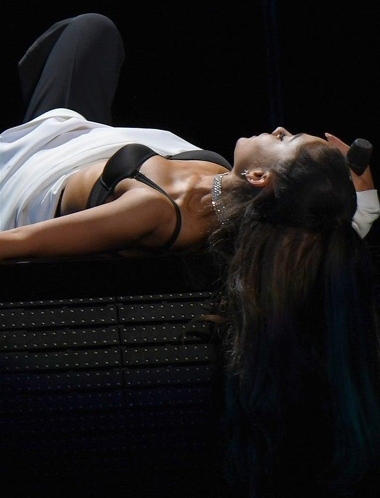 Ariana Grande Bra And Booty Show