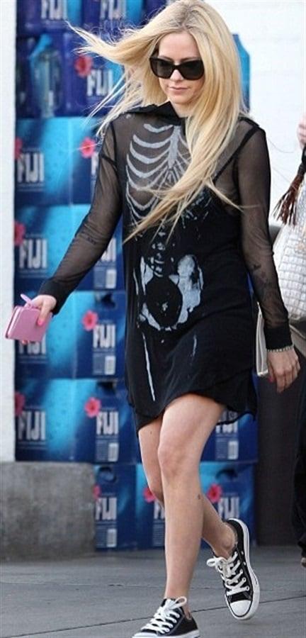 Avril Lavigne Spooky Halloween Nip Slip