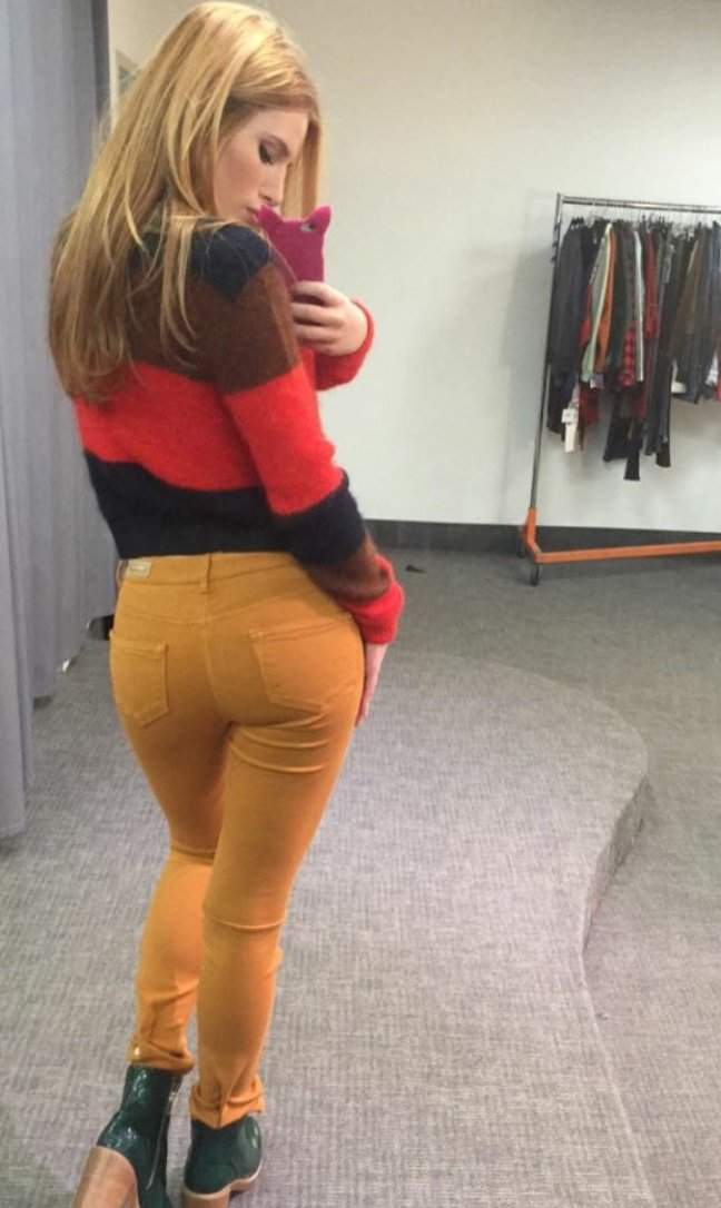 Bella Thorne ass