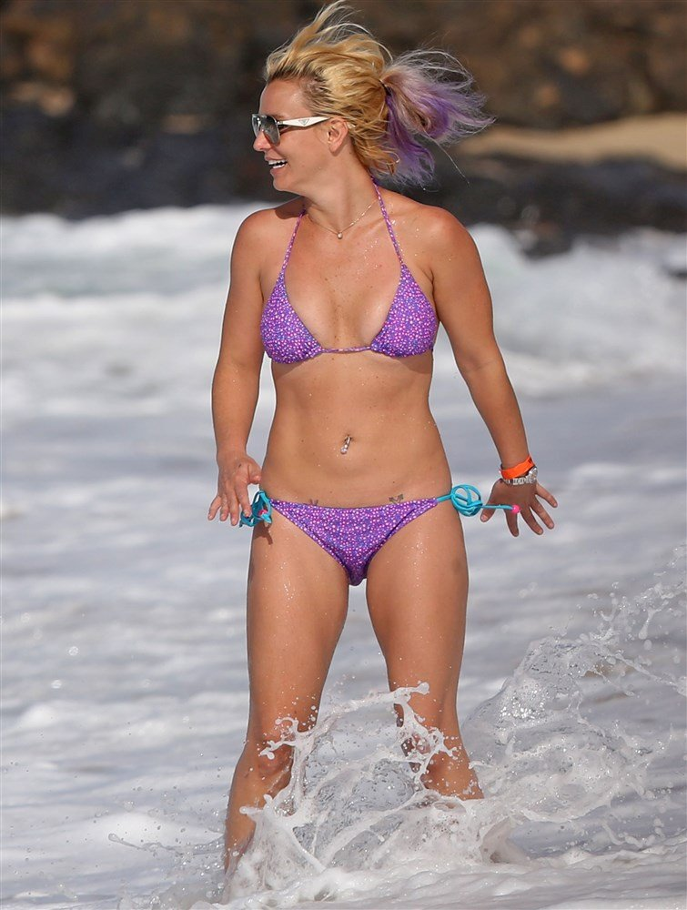 Britney Spears Surprisingly Not Terrible In A Bikini