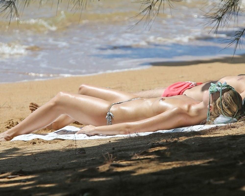 Top 20 Celebrities Nude Beach Photos