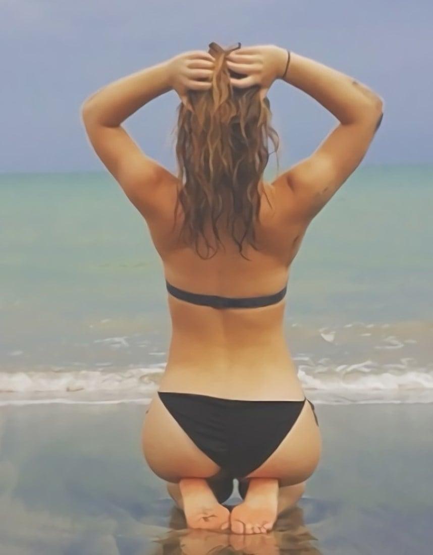 Christina Robinson Ass Flaunting Compilation