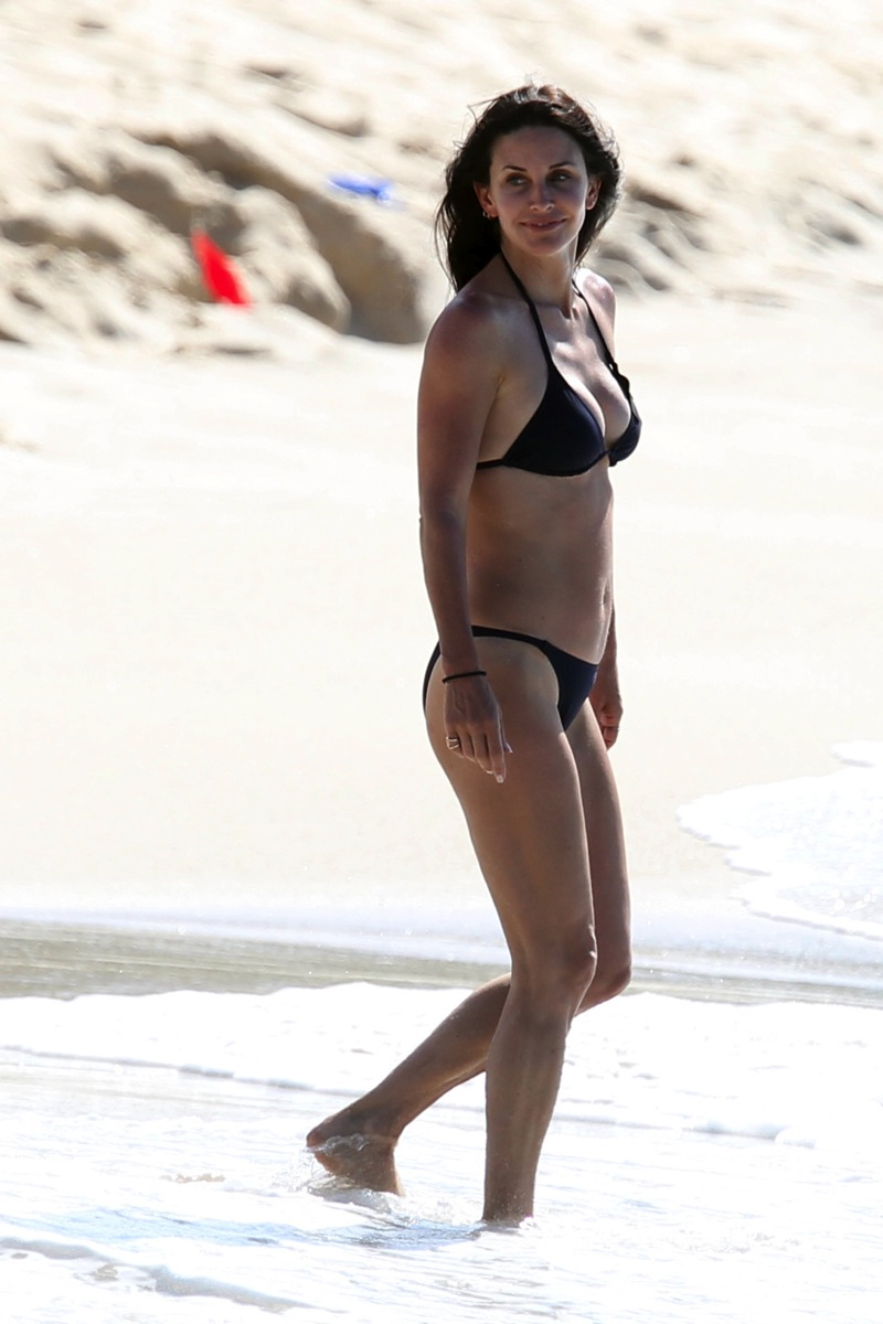 Courteney Cox Bikini Nip Slip Pics