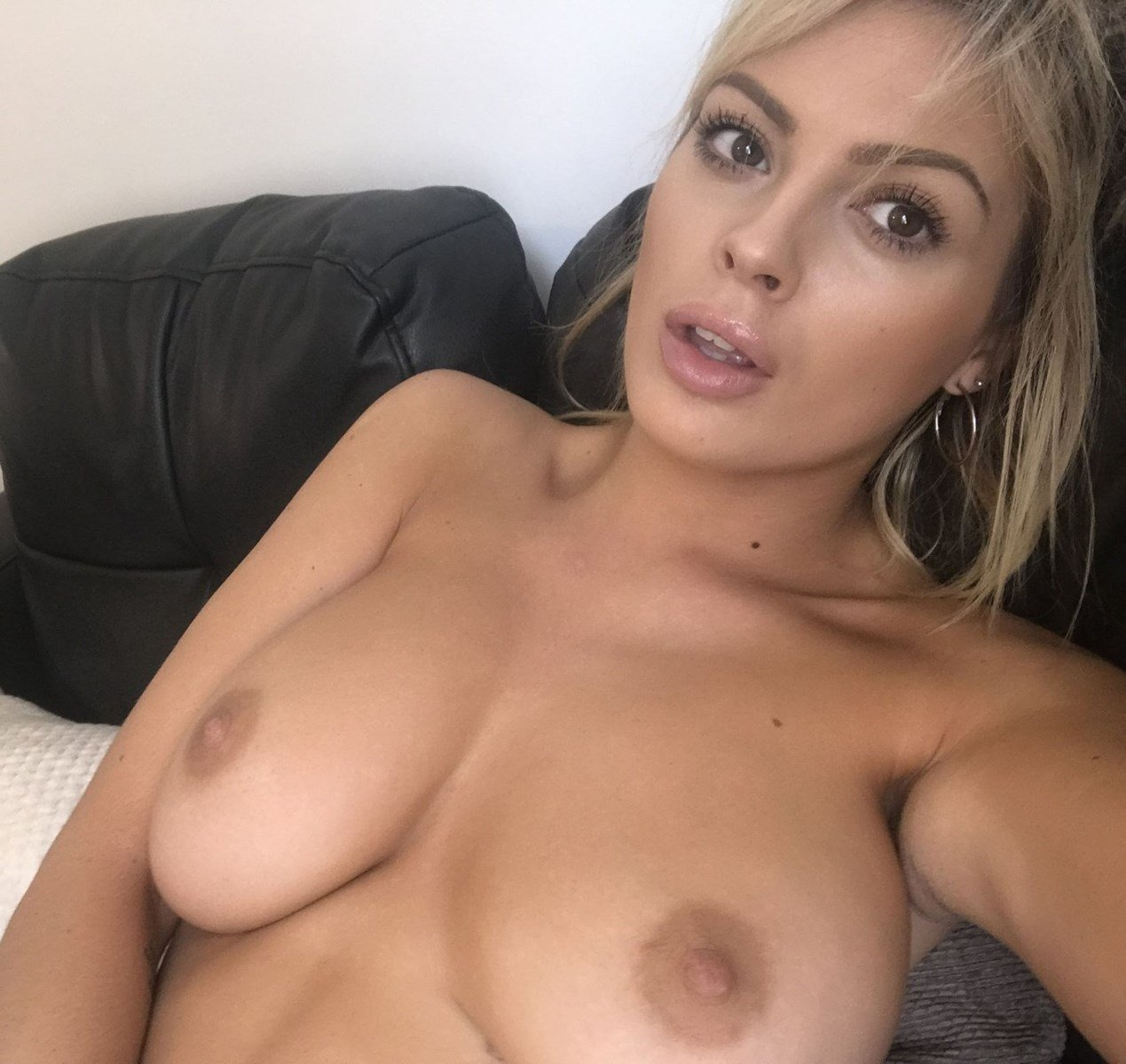 Danielle Sellers Candid Nudes Collection
