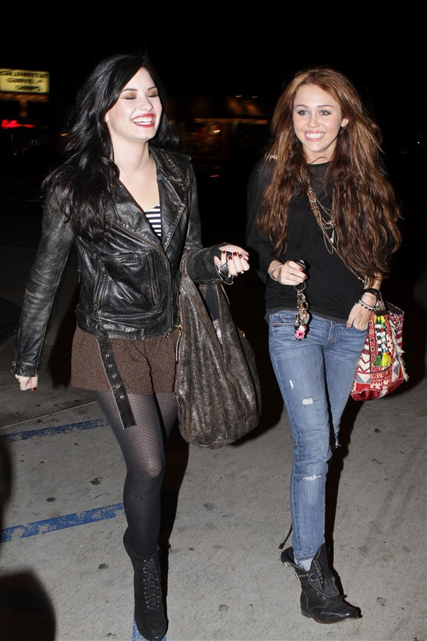 Demi Lovato And Miley Cyrus Are Dating