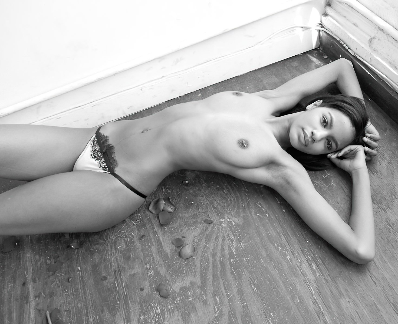 Slim black girl nudes
