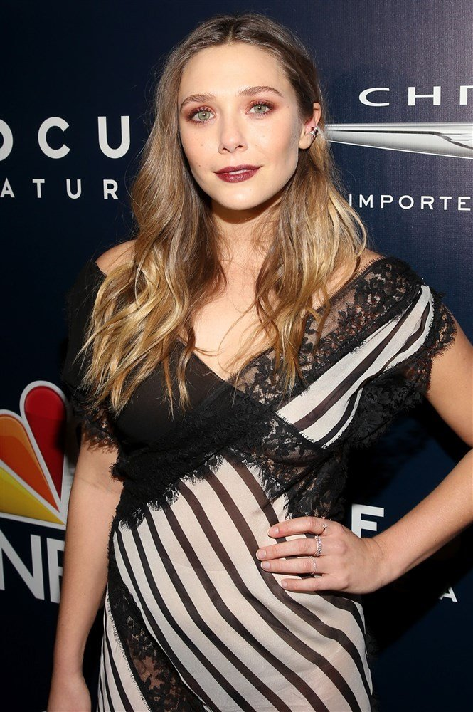 Elizabeth Olsen Nipple Slip At The Golden Globes