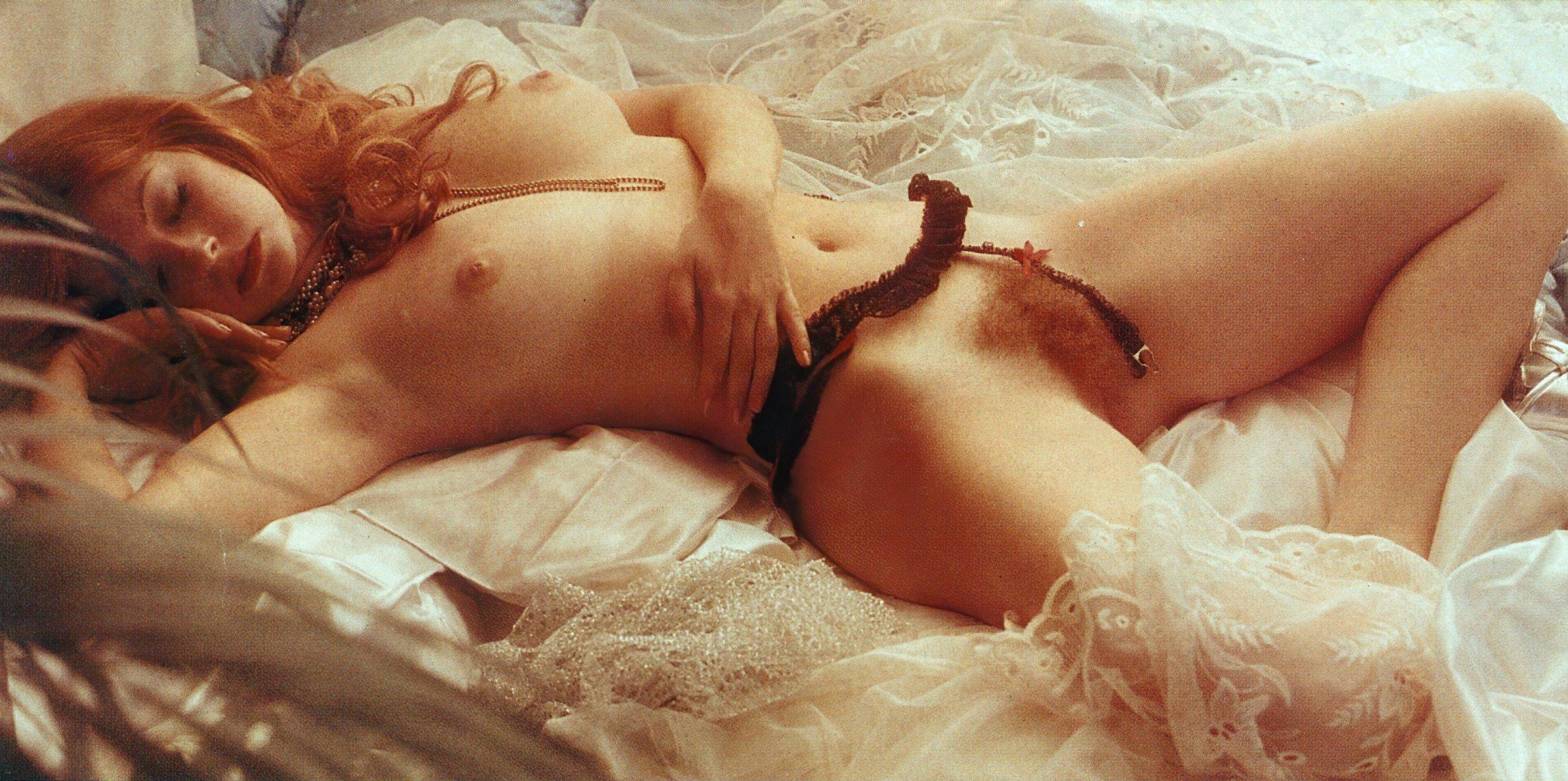 Cassandra Ebner  nackt