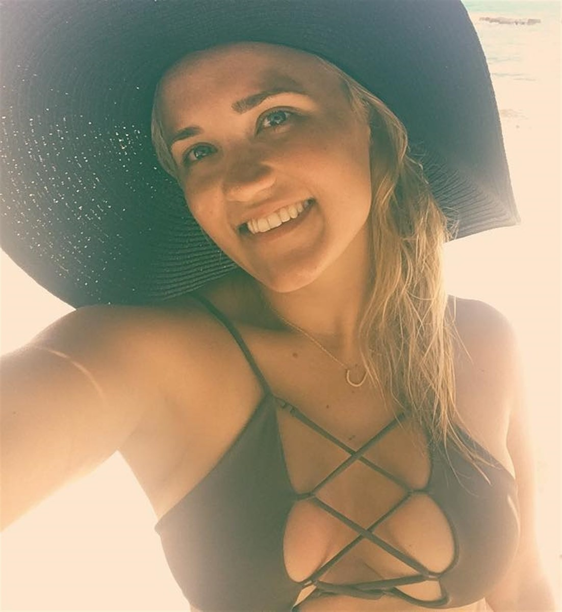 Emily Osment Loves Showing Off Her Fat Titties