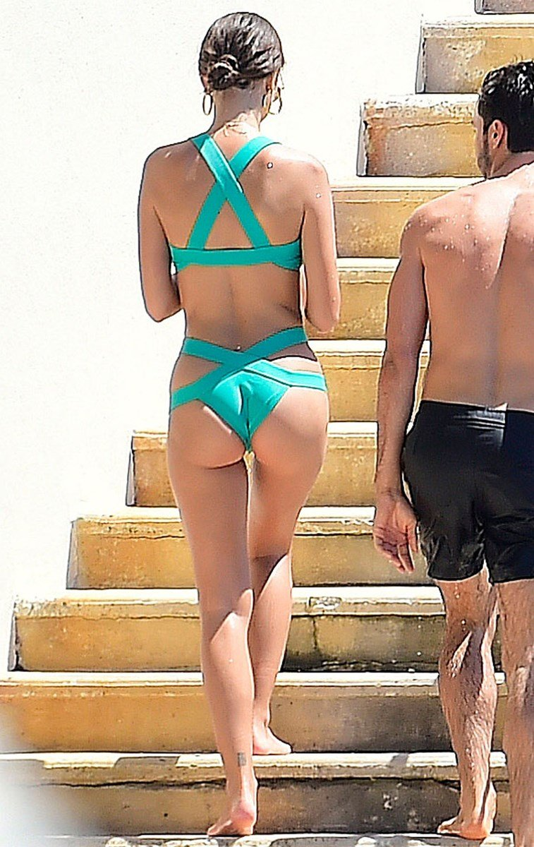Emily Ratajkowski Showing Off Her Tits And Ass In France
