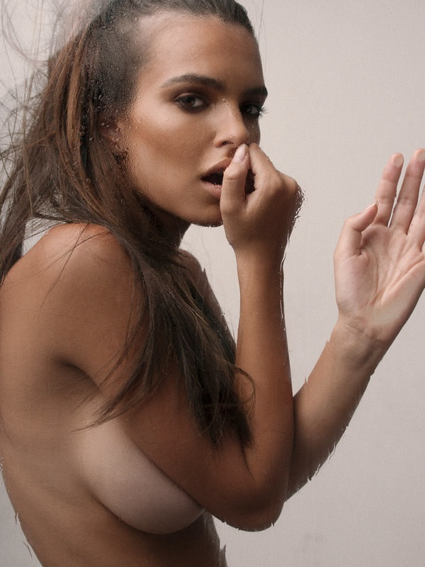 Emily Ratajkowski Back To Doing Naked Pictures