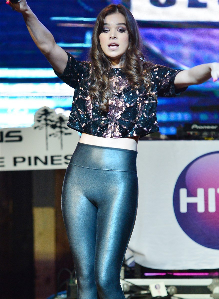 Hailee Steinfeld Shows Off Her Ass In Tight Leather Leggings