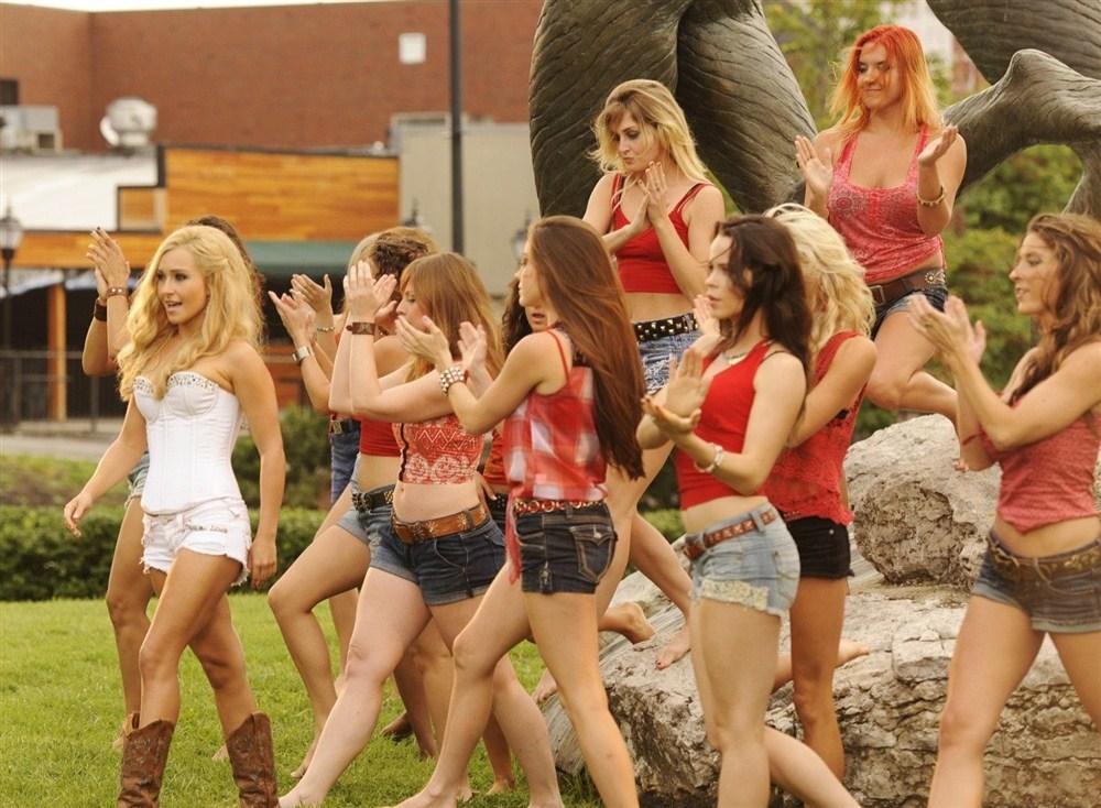 Hayden Panettiere Performs Sexy Muslim Dance