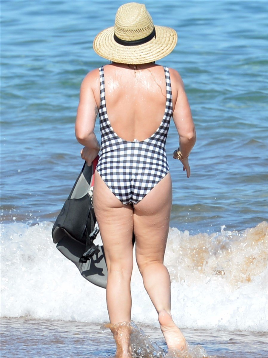 Hilary Duff's Legendary Thick Ass In A Swimsuit
