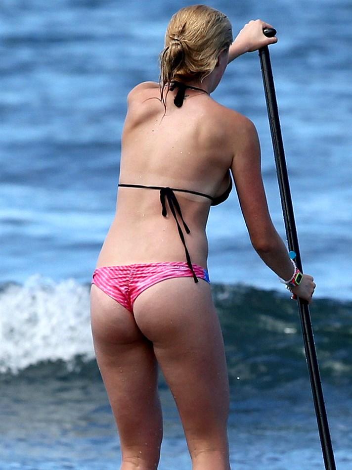 17-Year-Old Ireland Baldwin Thong Bikini Pics