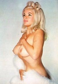 Elegant mature naked pic