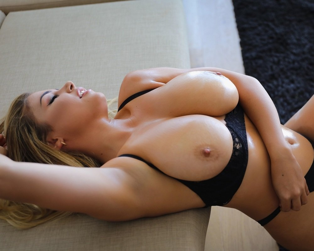 Jem Wolfie topless nude