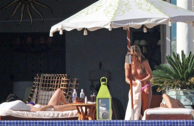 Jennifer Aniston In A Bikini To Win Back Brad