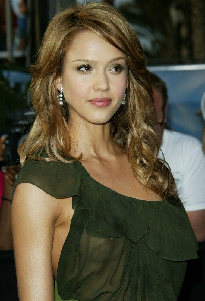Jessica Alba See Thru Nipples At The 2005 MTV Movie Awards