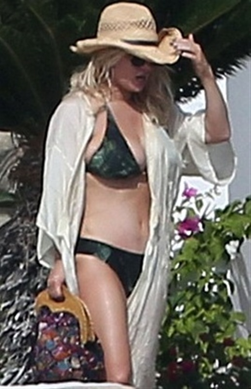 Jessica Simpson And Mariah Carey Busty Bikini Vacation Pics