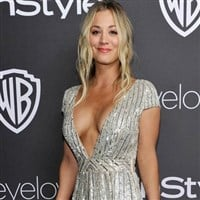 Kaley Cuoco Lets Her Tits Hang Out At The Golden Globes