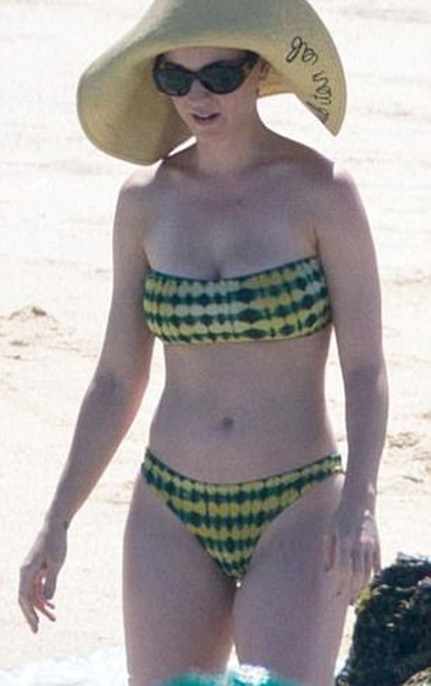 Katy Perry Losing It While Vacationing In A Bikini
