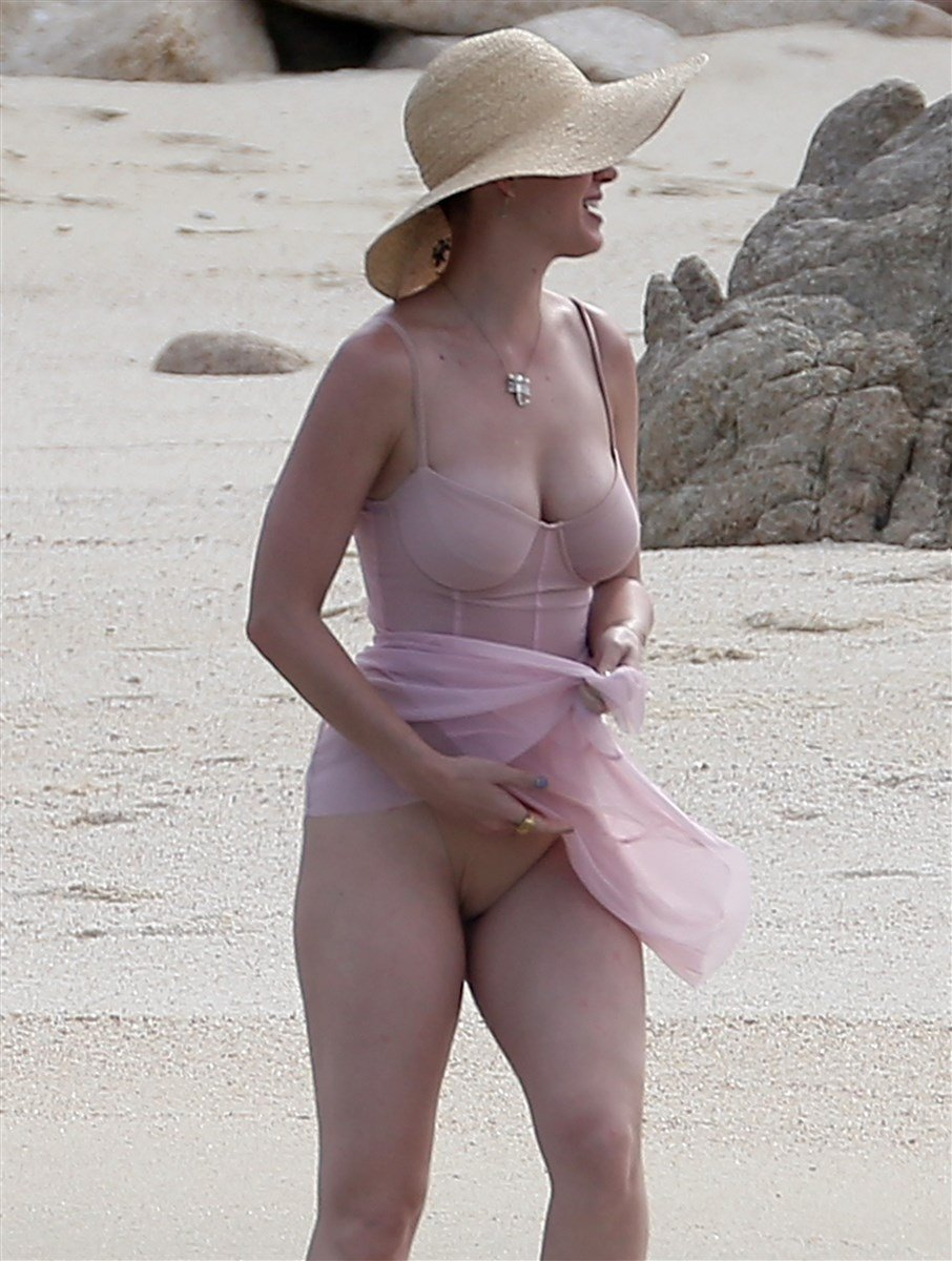 Katy Perry Soaking Wet Swimsuit Pics