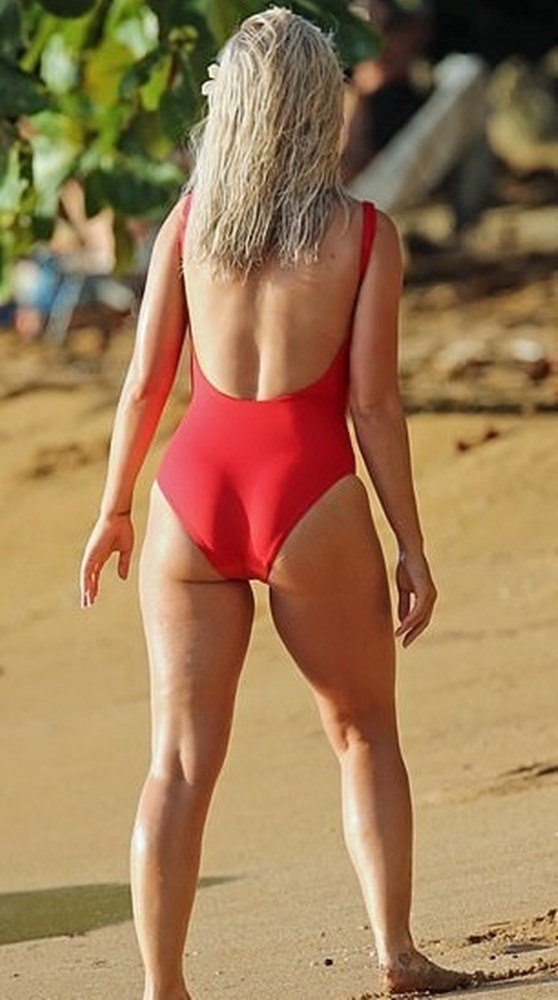 Katy Perry Thicc Blonde Swimsuit Pics