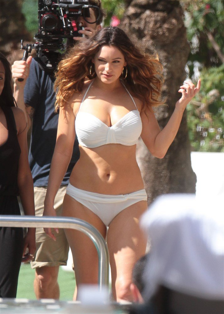 Kelly Brook Fat Titties And Fat Everything Else In A Bikini