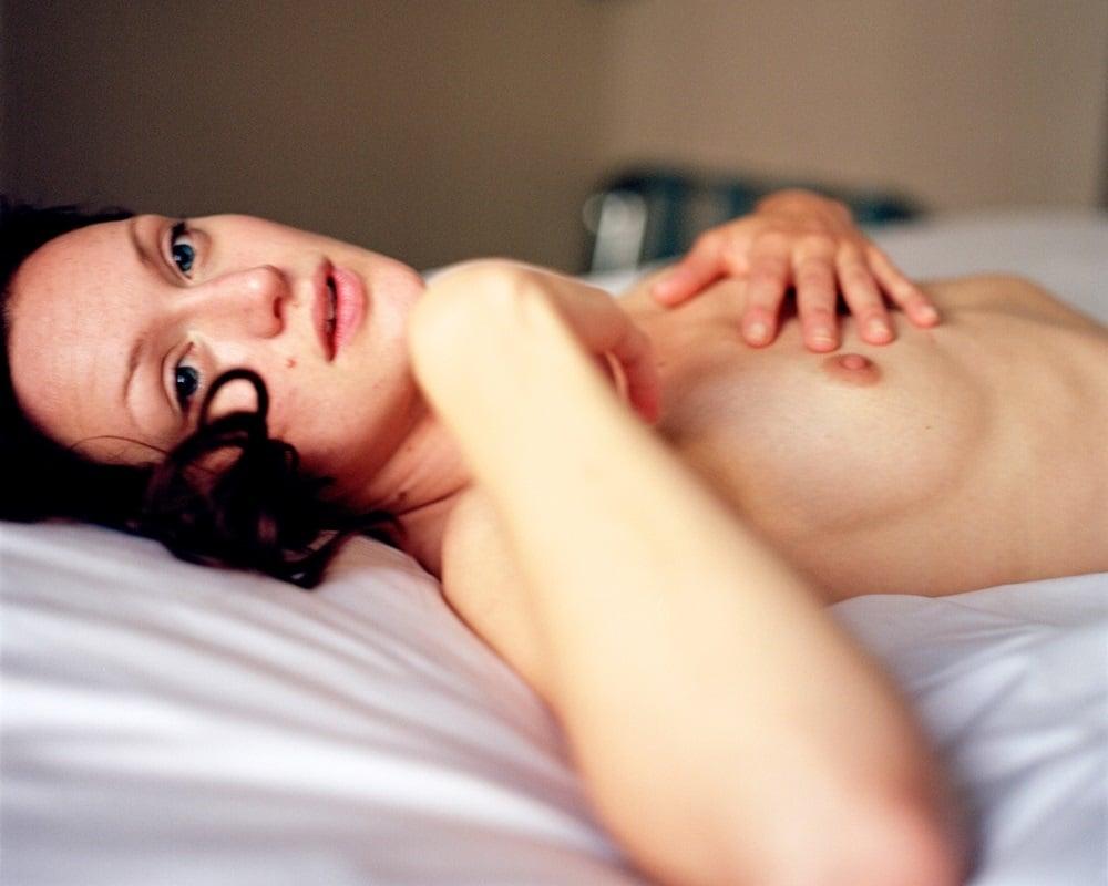 Kerry Bishe nude
