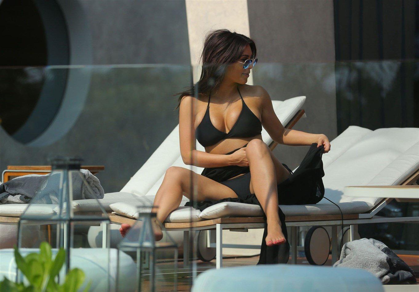 Kim Kardashian In An Ill-Fitting Black Bikini