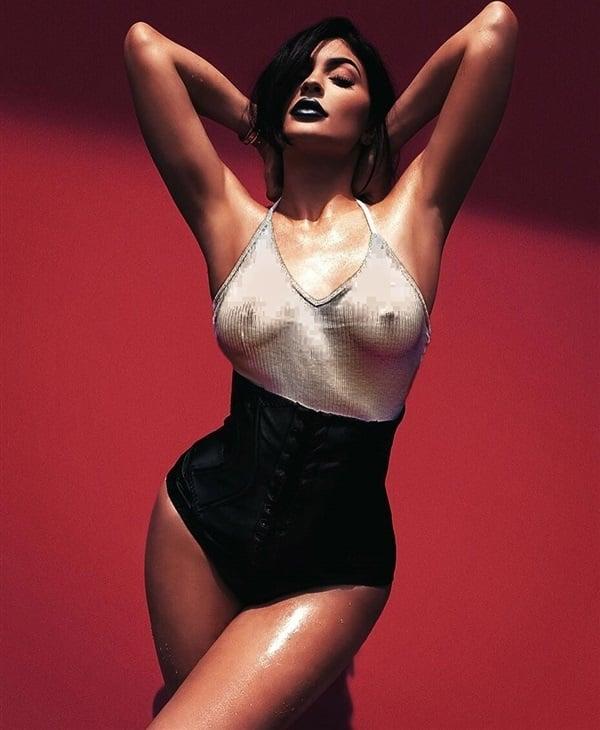 Kylie Kardashian Nude 46