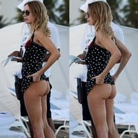 Kimberley Garner Airs Out Her Ass In A Thong