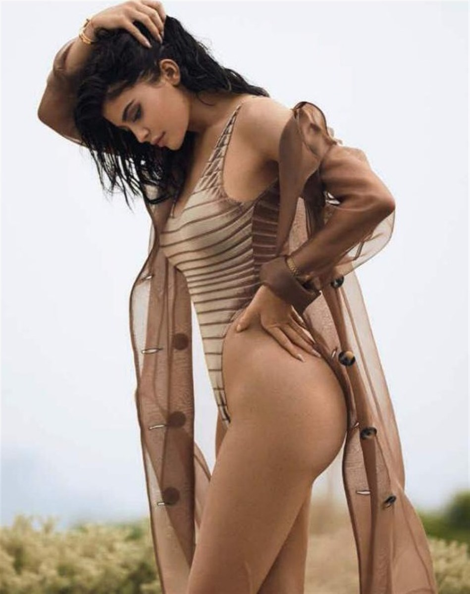 Kylie Jenner's Boobs Caught On Camera Behind-The-Scenes Of A Photo Shoot