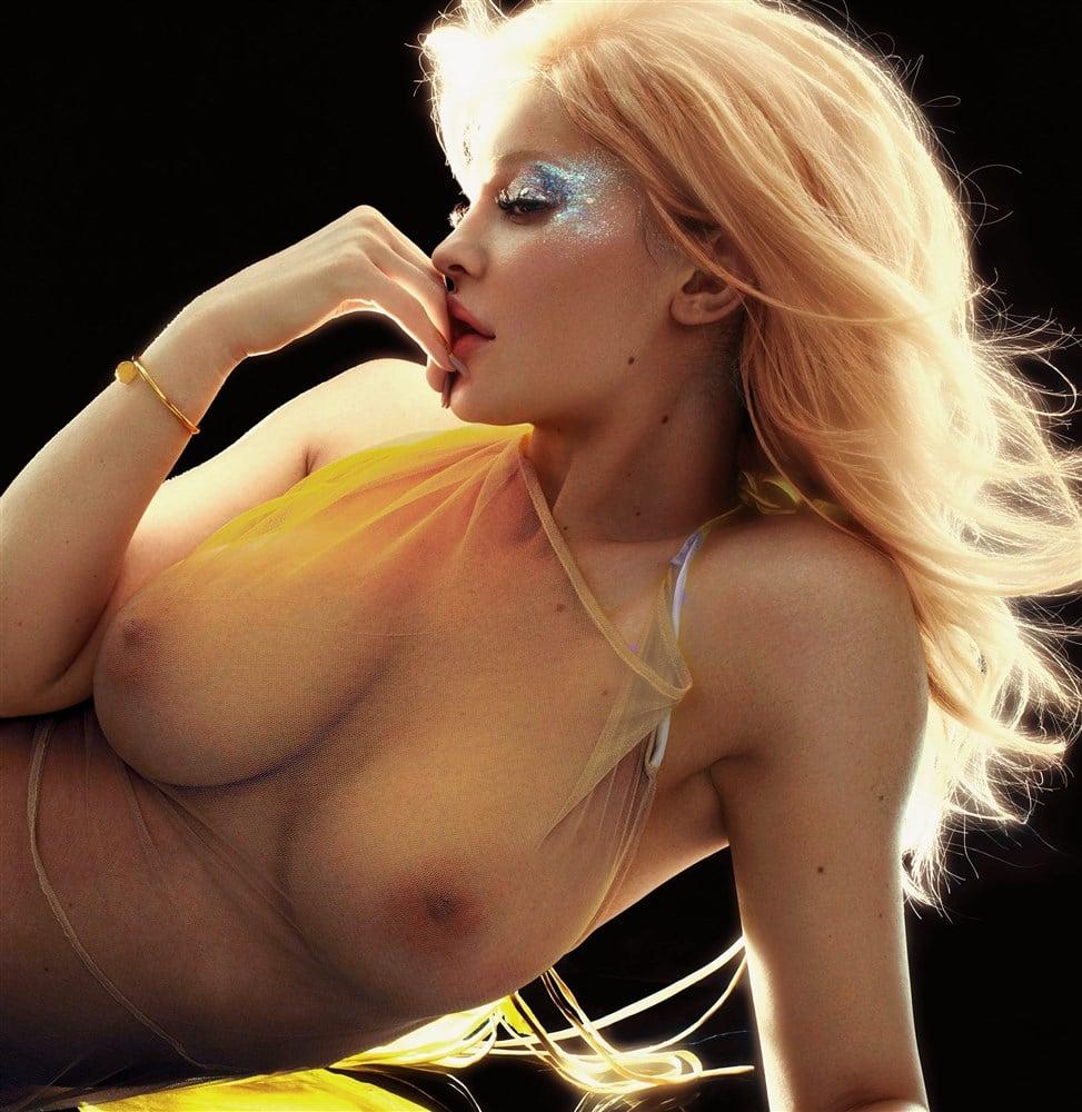 Kylie Jenner nude boobs