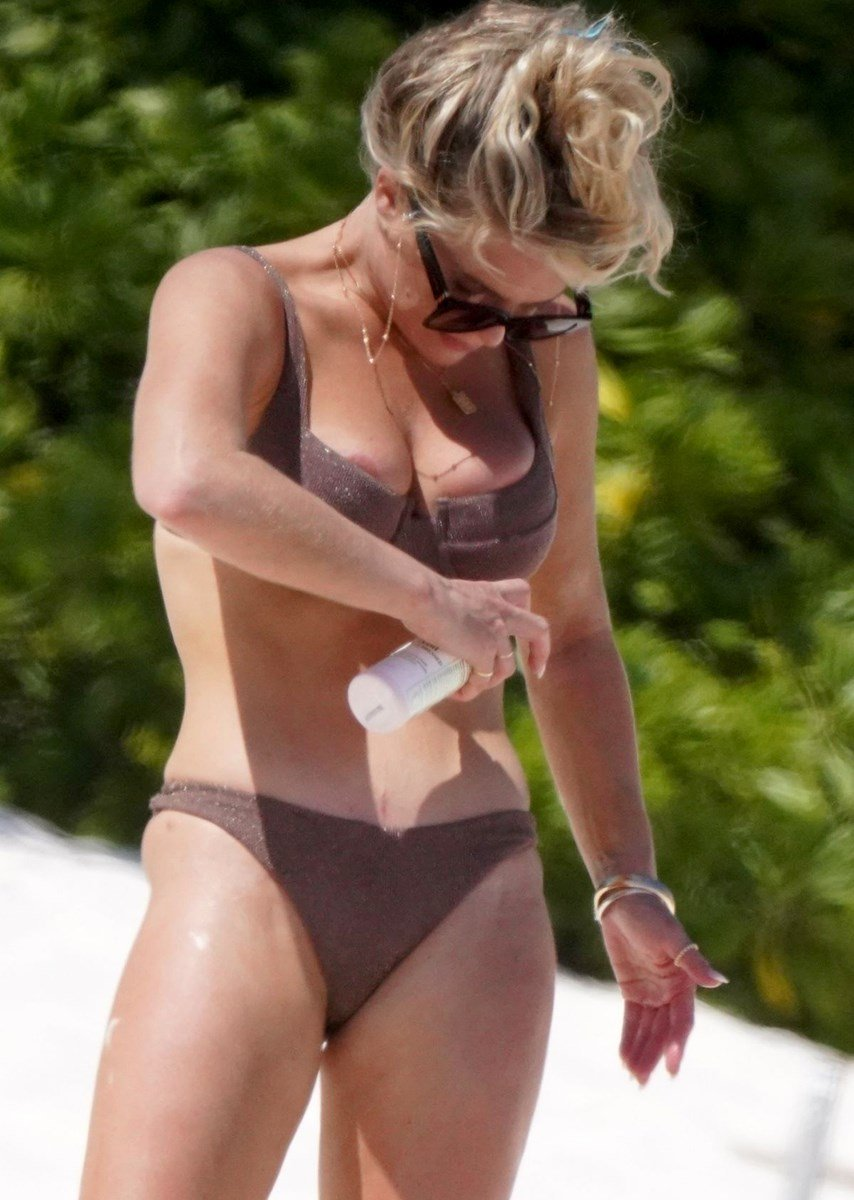 Madison LeCroy Nude Candids While Topless On A Beach