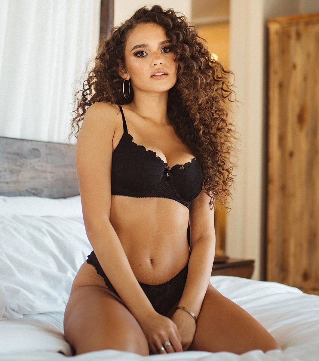 Madison Pettis Shows Off Her Ass In A Lingerie Thong