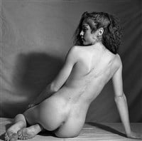 Women who pose nude