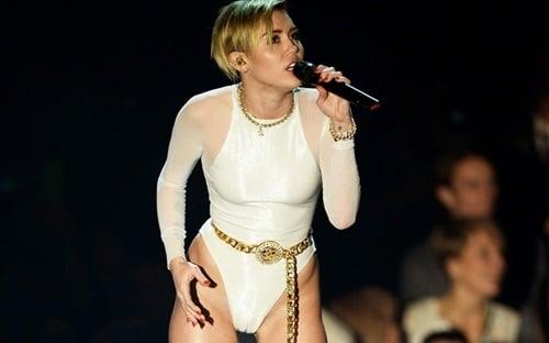 Miley Cyrus EMA camel toe
