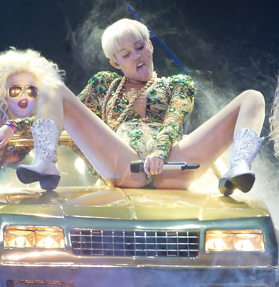33 Epic Miley Cyrus Pics From Her 'Bangerz' Tour