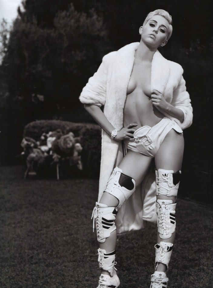 Miley Cyrus Naked In The New Issue Of V Magazine