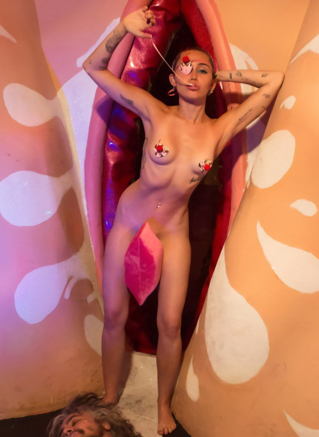 Miley Cyrus Nude Outtakes From Plastik Magazine Leaked