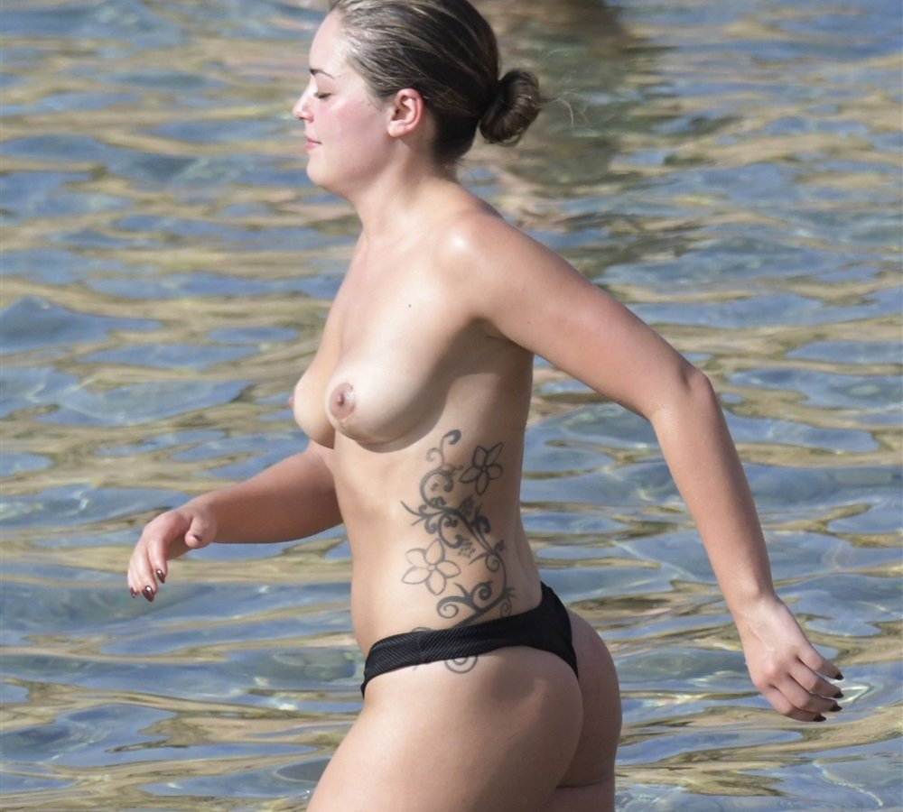 naked (11 photo), Cleavage Celebrity picture