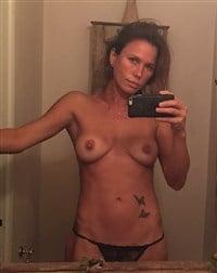 Fat nude mom posing